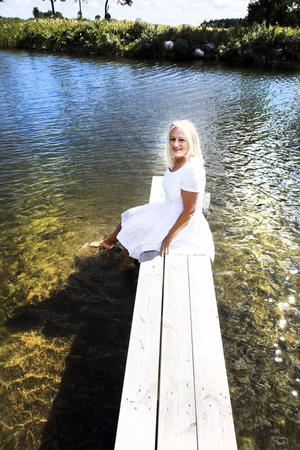 Doris trivs vid havet i Harkskär och börjar ofta dagen med ett morgondopp.