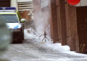 Bombgruppen sprängde den misstänkta bomblådan utanför Östersunds sjukhus strax efter klockan 14.00 på måndagen. Den innehöll inga sprängmedel utan, precis som med bombattrappen i Brunflo, diverse elektronikdelar.