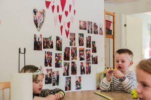 Kommunens sista dagbarnvårdare har sedan flera år tillbaka samverkat med förskolan i Tallåsen. Fotograf: Monica Wikström