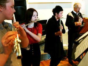 Siri Jernkrok, Emelie Svanström, Karin Lundström och Per Blomkvist spelade.