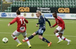 Jonna Wistrand styrde och ställde på det centrala mittfältet tillsammans med Ellen Löfqvist.