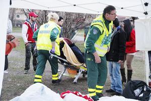 Två av de hungerstrejkande afghanerna fördes, svårt medtagna, med ambulans till sjukhus sent på söndagskvällen.