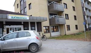 Renodla boenden. I dag bor personer med beslut om särskilt boende i det som är trygghetsboende, exempelvis Björkhaga i Hällefors. Detta vill kommunen titta närmare på för att eventuellt kunna ompröva besluten.