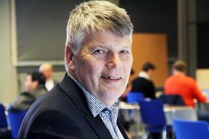 Det gäller att ha is i magen. Eftersom pengarna har kommit lite senare, så hoppas vi att de kommer att räcka i år, säger socialnämndens ordförande Jan-Åke Lindgren (S).