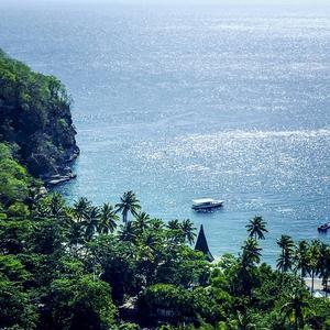 Saint Lucias bergiga kust har till många fantastiska vyer.   Malin Hefvelin