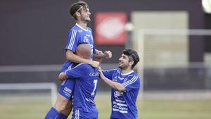 Joakim Larsson, Emil Zoltek och Artur Poghosyan firar.
