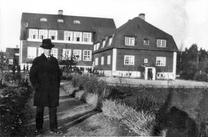 Hammarby folkskola på 1920-talet. Folkskollärare Ivan