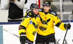 Joel Werner och Alexandr Nilsson Lindelöf firar 1–0-målet.