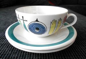 Svenska formgivaren, keramikern och textildesignern Marianne Westman (1928-2017) anses generellt vara en av Sveriges främsta formgivare av hushållsporslin. Westman arbetade på Rörstrand i Lidköping mellan 1950-1971. Här är en av hennes eftertraktade tekoppar.