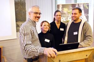 Rovdjurscentrets chef Benny Gäfvert tillsammans men några av föreläsarna, från vänster Sara Sundin från länsstyrelsen, Yasmine Bengtson och Jens Jung.