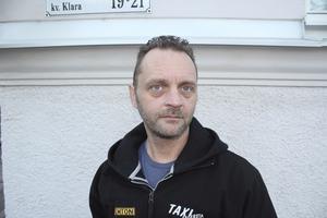 Åt julbord. Magnus Edvardsson kör taxi i Fagersta och blev bjuden på julbord av arbetsgivaren.