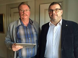 Hans Hedlund (C) och Jonny Lundin (C) reagerar starkt kritiskt på Sollefteås utspel mot regionbildning 2017.