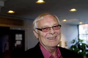 BÖRJADE OM. Aage Hansen är den stora överraskningen i Sandvikens nya kommunledning. Den avhoppade socialdemokraten som startade eget parti blir nu tillsammans med Miljöpartiets Per-Johan Emtell kommunalråd sedan Socialdemokraterna brutit med Centern.
