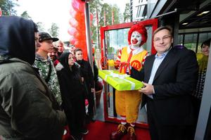 Claes-Göran Jönsson, som driver 12 McDonald's varav tre i Dalarna, räknar med att behöva 30 nya medarbetare under 2012.