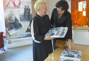 Elfrida Bergman och Sara Lindquist driver förlaget Qub som gett ut Queering Sapmi på sju språk.