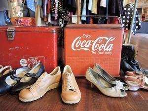 Det såldes plåtlådor från Coca-Cola och välbehållna skor från förr.