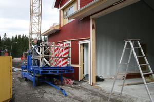 Just nu pågår bygget av den nya byggnaden för backpersonal och utrustning vid Gårdtjärnsberget.