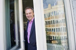 Folkpartiets partiledare Jan Björklund fotograferad på sitt kontor.
