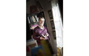 Torbjörn Lundgren är författare och har dyslexi. Under tisdagen föreläser han på biblioteket i Ludvika om läs- och skrivsvårigheter i en digital värld. Foto: Anna Rönnqvist