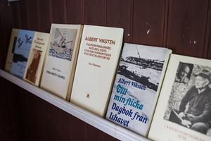 Albert Viksten var en produktiv författare. På Ängratörn finns många av hans verk till salu.