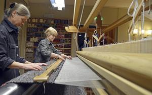 Alice Lund Textilier i Borlänge  har vävt textilier till stiftets kyrkor. Foto: Linda Mankefors