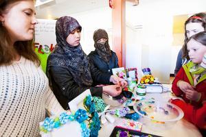 Naima Gardner, Dilsora Yokubjonova och Muslima Tulkinjonova fick pris för bästa monter där de visade upp sin produkt Deco flower.
