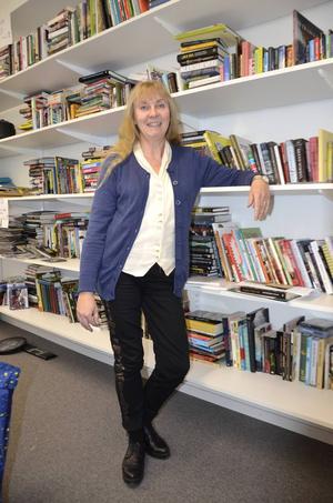 Susanne Holmlund har skrivit en ny bok om naturvetenskap.