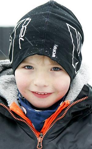 Liam Olsson,7 år, Krokom:– Till mamma, därför att jag vill det. Och till pappa för att jag vill det. Och till min storasyster Tilde. Och till momma, hon brukar hämta mig på skolan.