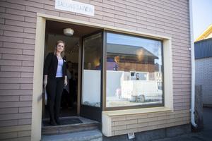 Jenny Persson är förväntansfull och glad över sin nyöppnade frisörsalong.
