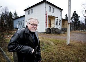 Vi har inget annat val än att riva Folkets hus. Målsättningen är att byggnaden ska vara jämnad med marken före årsskiftet, säger ordföranden Björn Flinth.