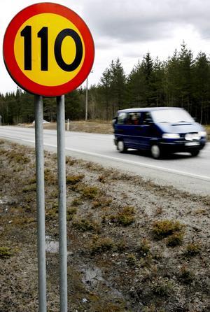 I Östersunds kommun genomförs just nu en hastighetsöversyn med nya hastighetsgränser där 40 och 60 kilometer i timmen kommer bli allt vanligare som ersättning för hastighetsgränserna på 50 och 70 kilometer i timmen.