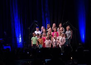Höglidens barnkör framträdde på Eldklotsgalan på lördagskvällen.