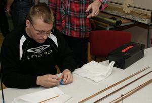 Arne Remes är en hängiven fiskare och ledare i Vattnan. Att tillverka sina egna spön är en självklarhet för honom.