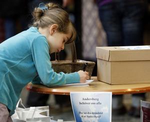 FÖRSLAG. En flicka lämnar ett förslag på sin drömbild av Andersberg.