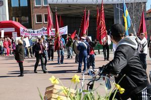 Demonstranterna gör sig redo på Vasatorget.
