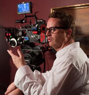 """Nicolas Winding Refn gjorde sin Hollywooddebut med """"Drive"""". """"Hollywood är underhållningens Mekka, men det förändrar inte mitt sätt att göra film"""", säger han."""