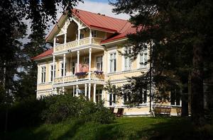 Vid korsningen Allégatan–Övre Katrinelundsvägen finns ännu det hus som var Katharina Holmers hem.