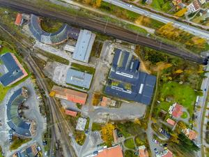 Bollnäspolitikernas beslut att sälja mark på SJ-området för att bygga en bandyhall har överklagats.