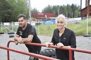 Gabriel Englund och Emma Persson, båda Hudiksvall, vid banan. De blev rekommenderade att träna här genom multisportteamet Lynx.