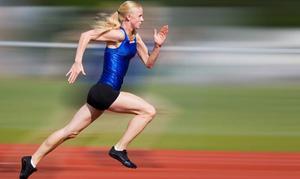 En studie som Mittuniversitet genomfört tillsammans med universitetet i Bath visar att prestationsförmågan förbättras när man dricker kolhydratrik sportdryck.