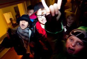 Ibrahim Braian, Nils Flink och Kalle Pettersson går i tvåan och ettan. De tyckte att det var roligt med disco.– Godiset är bäst, är de överens om.