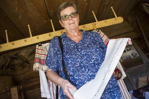 Marianne Hedlund från Färila kom till dräktstämman för att sälja en krage till en Färiladräkt.