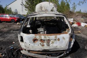 Någon gång, mellan måndagen och tisdagen eldades en bil upp.
