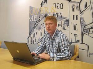 DRABBAD. Anders Hedberg pendlar med SJ-tåget till sin firma i Stockholm. För honom och de andra Stockholmspendlarna är SJ:s planer på indragna stopp i Tierp en katastrof.
