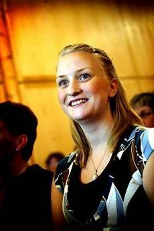Anna Bäcker firar sin födelsedag med att sjunga i Gävle Gospel festival tillsammans med 300 andra körsångare. - Det här har jag längtat efter hela året, säger hon. Foto: Annakarin Björnström