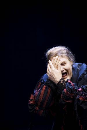 """Johan Rabaeus är lysande i huvudrollen Harpagon i Molières klassiska """"Den girige"""" som  Dramaten spelade både lördag och söndag på Storsjöteatern i Östersund. Hans skådespelarkonst bevisar själva poängen med teater, anser ÖP:s recensent."""