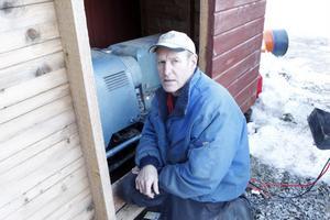 Äggproducent Johnny Skalberg hörde varningen om strömavbrott på radion och såg till att han hade bränsle hemma och sedan var det bara att gå ut och starta elverket när det blev strömlöst natten mot annandagen.