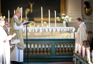Biskop Johan Dalman och Åsa Lindgren, ny kyrkoherde i Hölö-Mörkö församling.