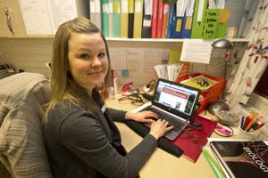 Jenny Sjöberg vid sin arbetsplats på Domarhagsskolan. Här skriver hon på sin blogg om lärande.