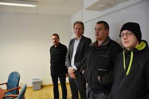 Projektet Transit är lönsamt för både samhälle och individ. Från vänster syns projektledaren Lars Rickardt, Gordon Hahn från Serus och projektdeltagarna Daniel Fält och Ted Andersson.